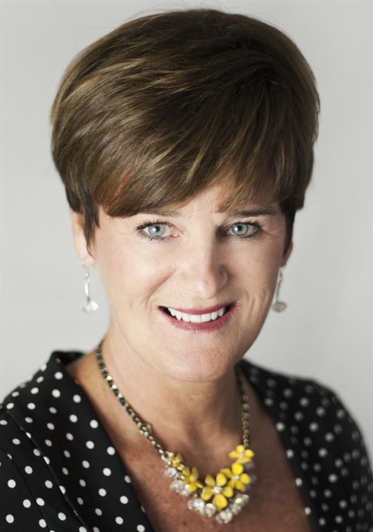 Head and shoulders picture of Lisa Edmonds